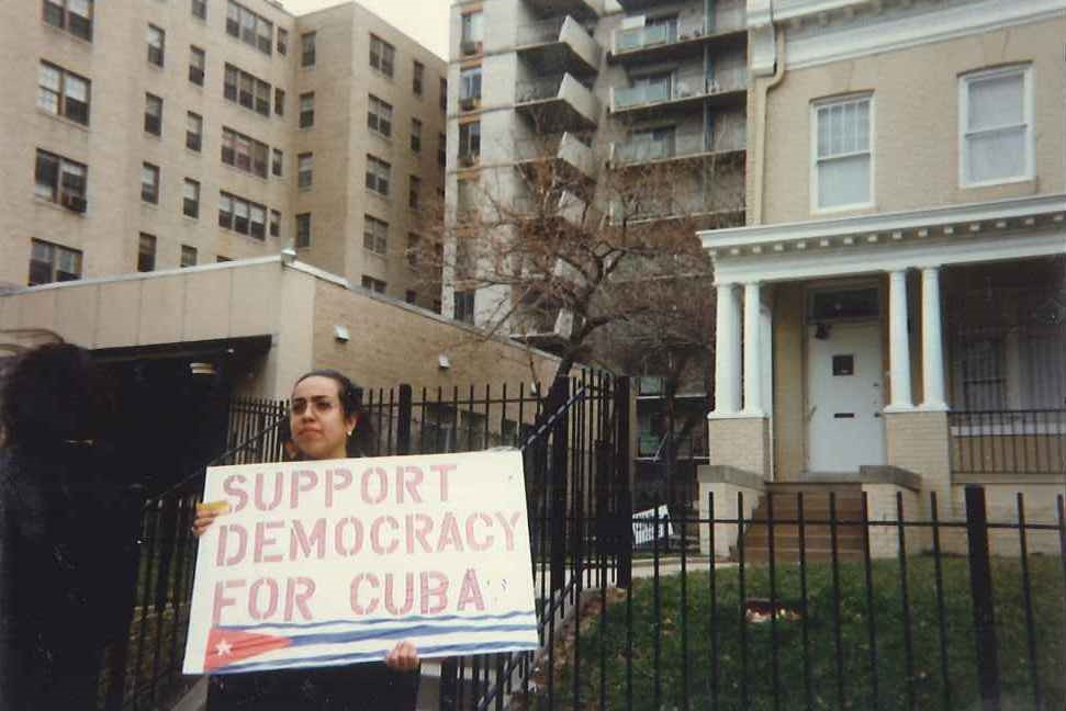 Janisset Rivero protesting for Cuban freedom in Washington in 1996
